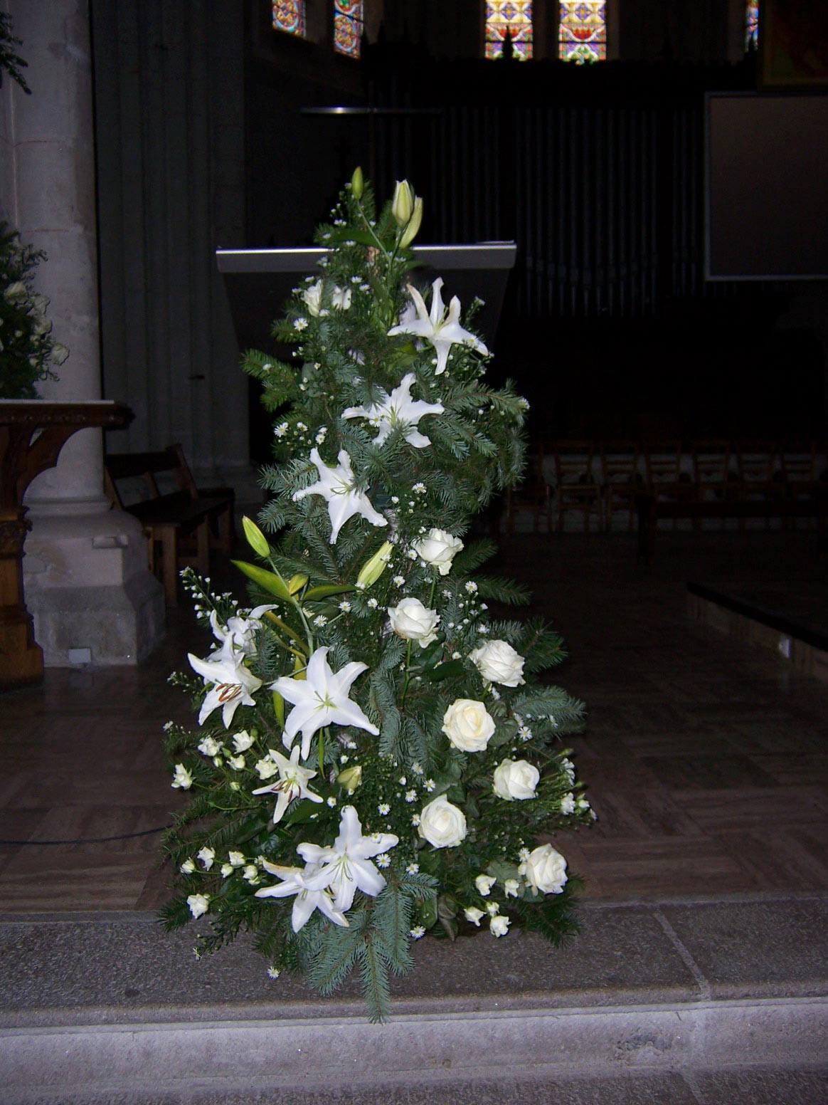 Fleurir en liturgie Sainte Croix en Retz