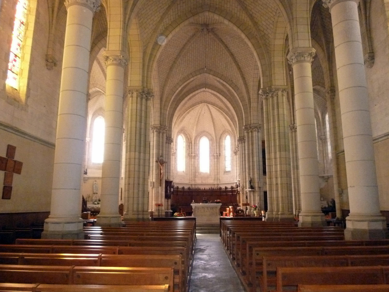 St Etienne de Mer Morte nef et choeur